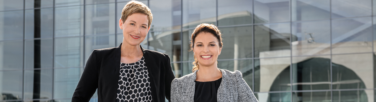 Konferenzdolmetscher Berlin: Sabrina Beilfuß und Vivi Bentin. Referenzen